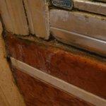 Duschkabine verdreckt, verschimmelt und verkalkt