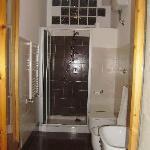 baño reformado y muy limpio