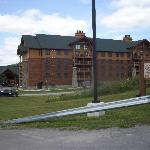 Side view of the lodge.