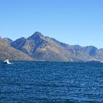 お部屋の目の前にはワカティプ湖が広がっています。