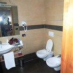 Suite Bad Waschbecken und Toilette
