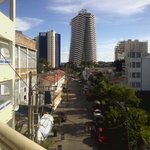 Vista a la calle y hoteles