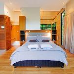 Luxury Rainforest Lodge - king size bedroom
