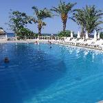 piscine n°1 (il y a à coté une pataugeoire pour les petits)