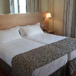 Grand lit accueillant et douillet