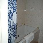 HM Room 5 - Tub and Shower