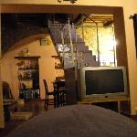 il salone in comune e la scala che va alle camere