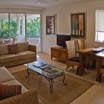 Foto de Mandalay & Shalimar Luxury Beachfront Apartments