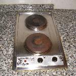 placa de la cocina sucia