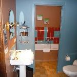 Bad, Dusche, WC / Zimmer TeddyBär/ Aber keine Tür zwischen Bad und Schlafraum !