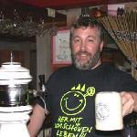 Lecker Bier vom Faß im Steinkrug