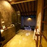 Komaneka Bathroom - openair bath
