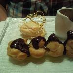 profiteroles with choc sauce and ice cream