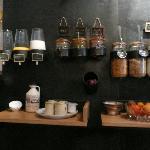 il banco-muro della colazione