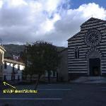 La piazza della Chiesa ed il B&B