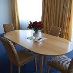 tavolo al centro della stanza