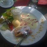 Dessert (Apfelstrudel mit hausgemachtem Eis)
