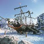 The pool features a life-sized pirate ship that is sure to please your little ones.