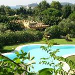 la piscina vista dal terrazzo della colazione