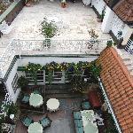 Terrasse und Innenhof des Restaurants