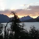 Vista desde el lago hacia el hotel