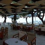 the El Vita taverna on the beach