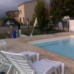 piscine vue vers la cour