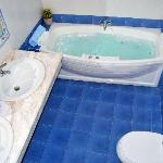 Villa Kallergi - Nefeli Kallergi whirlpool bathroom