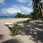 Strand direkt vor dem Hotel,. nach rechts fotografiert.