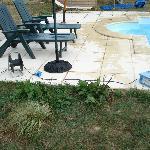 les bords de la piscine avec une rallonge à enrouleur...