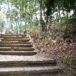 steile Treppen,teils ohne Geländer und Beleuchtung