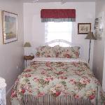 Jasmine House Treetop bedroom with queen bed, full bath with tub and shower