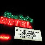 Silver Saddle Motel, Neon at Night