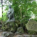 松尾芭蕉と俳句「閑さや岩にしみ入蝉の声」の碑