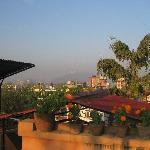 屋上からの景色です。ヒマラヤが見える時もあるみたいですよ。