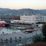 Blick vom Balkon des Hotels Alexandros auf den Hafen