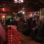 Restoran olarak ta iş gören barın olduğu küçük baraka