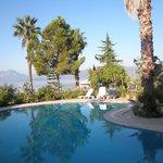 zwembad voor het hotel
