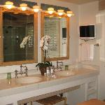 Del Mar Grove bathroom