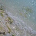Sandsäcke im Wasser die immer mehr zum Vorschein kommen