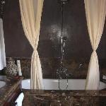Bathroom Suite 33