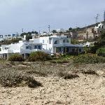 Sicht vom Strand zum Hotel