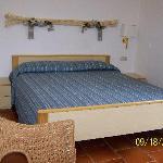 La chambre simple mais coquette et très propre