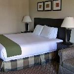 Holiday Inn bed