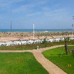 la plage vue des hauteurs de l'hôtel