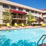 Outdoor Pool & Spa @ The Doubletree Guest Suites Cincinnati - Blue Ash