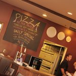 Martolli's Hand Tossed Pizzaの写真