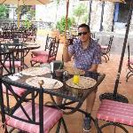 buen restaurant y con vista a la calle