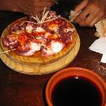 Pulpo and wine