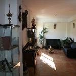 Sala de antiguedades dentro del Hotel